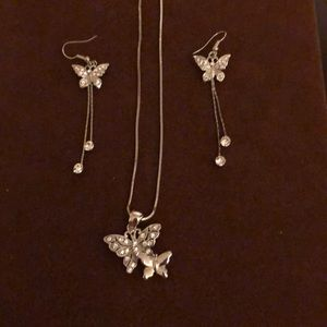 Jewelry - 🦋 Butterfly Pendant with Matching Earrings